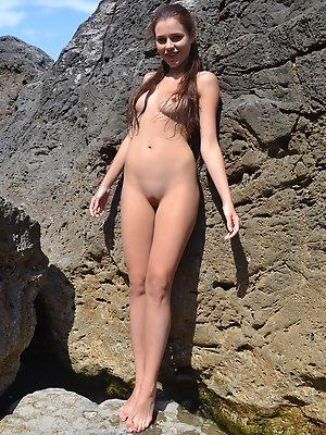 Perfect nude chick